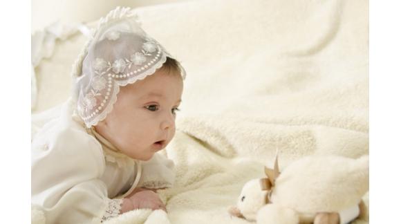 Choisir les vêtements de bébé pour son baptême